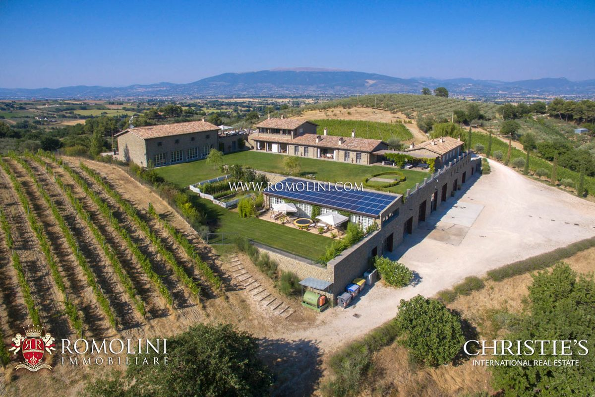포도원 용 매매 에 Umbria - STATE OF THE ART WINERY AND VINEYARDS FOR SALE IN ITALY, MULTI-AWARDED SAGRANTINO MONTEFALCO WINE Perugia, 이탈리아