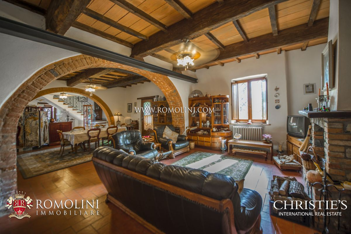Additional photo for property listing at Umbria - CITTÀ DELLA PIEVE: RESTORED FARMHOUSE WITH POOL FOR SALE Citta Della Pieve, Itália