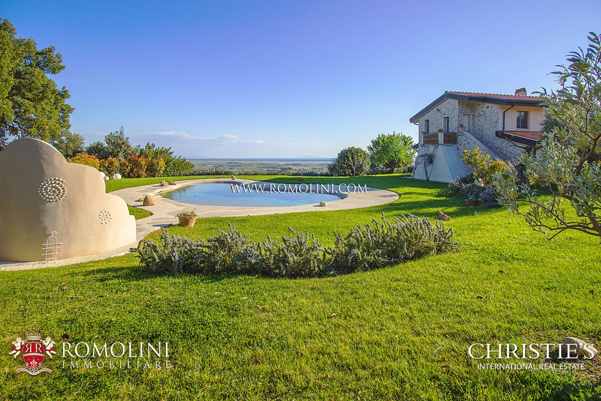 Additional photo for property listing at Tuscany - CASTIGLIONE DELLA PESCAIA: LUXURY VILLA WITH SEA VIEW FOR SALE Castiglione Della Pescaia, Itália