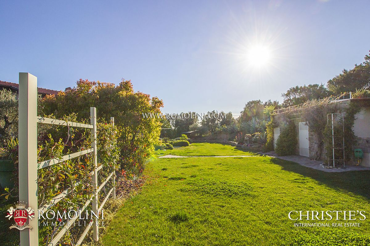 Additional photo for property listing at Tuscany - CASTIGLIONE DELLA PESCAIA: LUXURY VILLA WITH SEA VIEW FOR SALE 卡斯蒂廖内德拉佩斯卡伊阿, 意大利