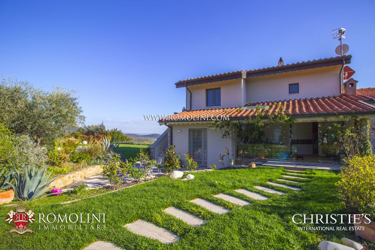 Additional photo for property listing at Tuscany - CASTIGLIONE DELLA PESCAIA: LUXURY VILLA WITH SEA VIEW FOR SALE Castiglione Della Pescaia, Ιταλια