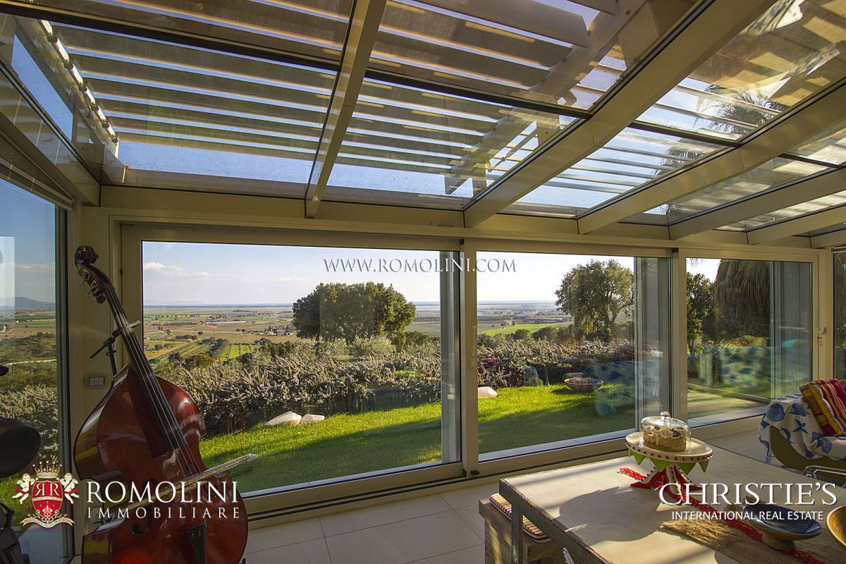 Additional photo for property listing at Tuscany - CASTIGLIONE DELLA PESCAIA: LUXURY VILLA WITH SEA VIEW FOR SALE Castiglione Della Pescaia, Italie