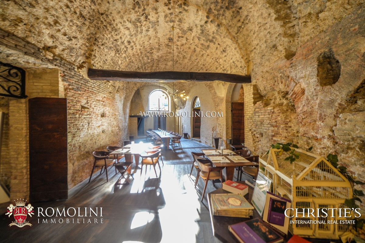Additional photo for property listing at Umbria - BEVAGNA: PRESTIGIOUS HISTORICAL MANSION OF ROMAN ORIGINS FOR SALE Foligno, Italya