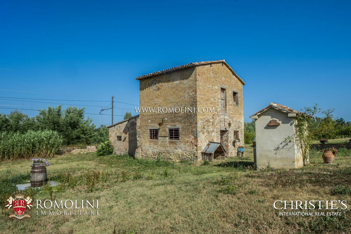 Additional photo for property listing at Umbria - UMBERTIDE: COUNTRY HOUSE WITH LAND AND ANNEX TO BE RESTORED FOR SALE Umbertide, Ιταλια