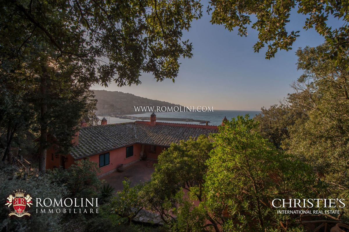 Additional photo for property listing at Tuscany - PRESTIGIOUS VILLA OVER THE SEA FOR SALE ON MONTE ARGENTARIO Grosseto, Italia