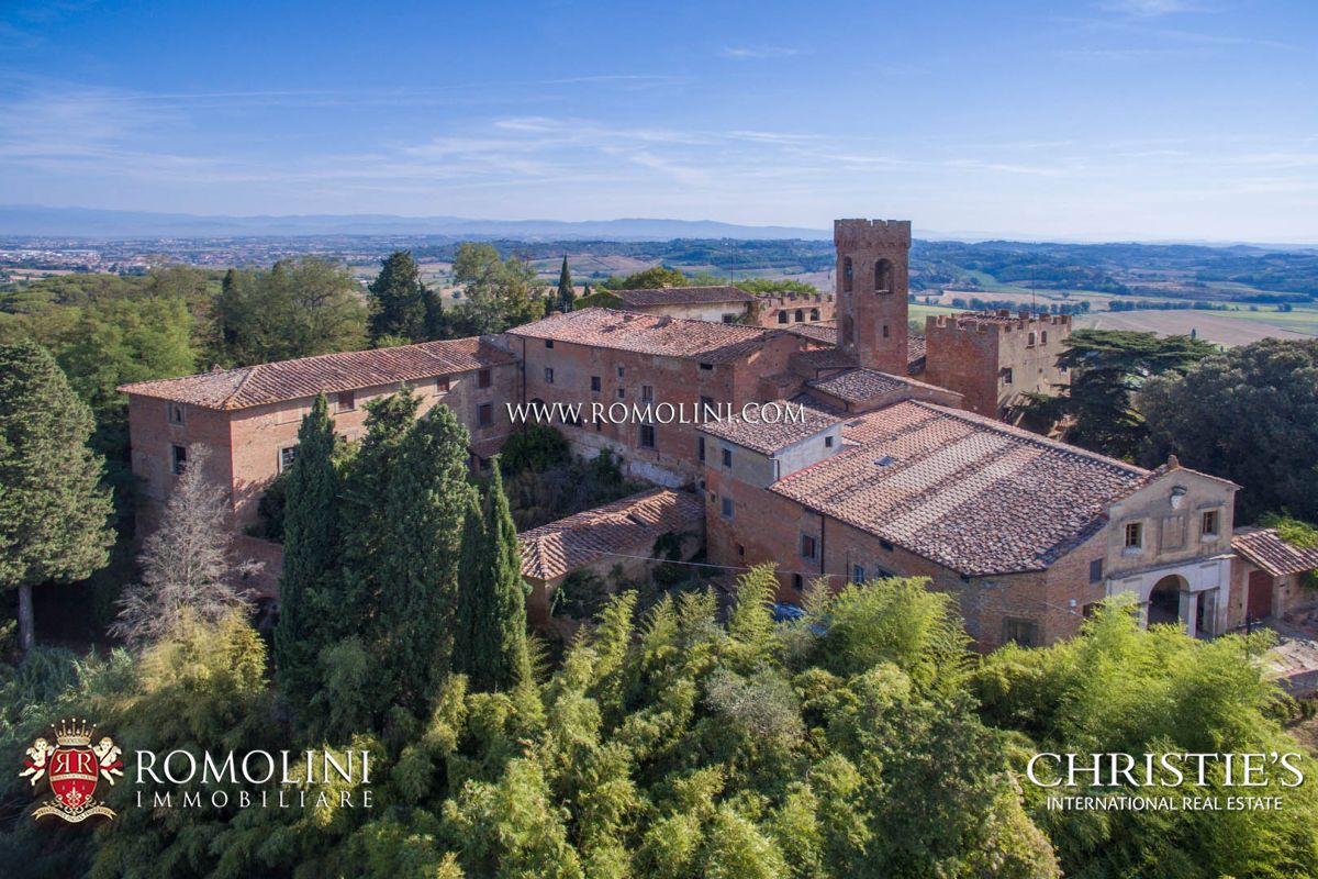 Üzüm Bağı için Satış at Tuscany - PISA: ESTATE WITH CASTLE, HAMLET AND 110 HECTARES OF LAND FOR SALE San Miniato, Italya