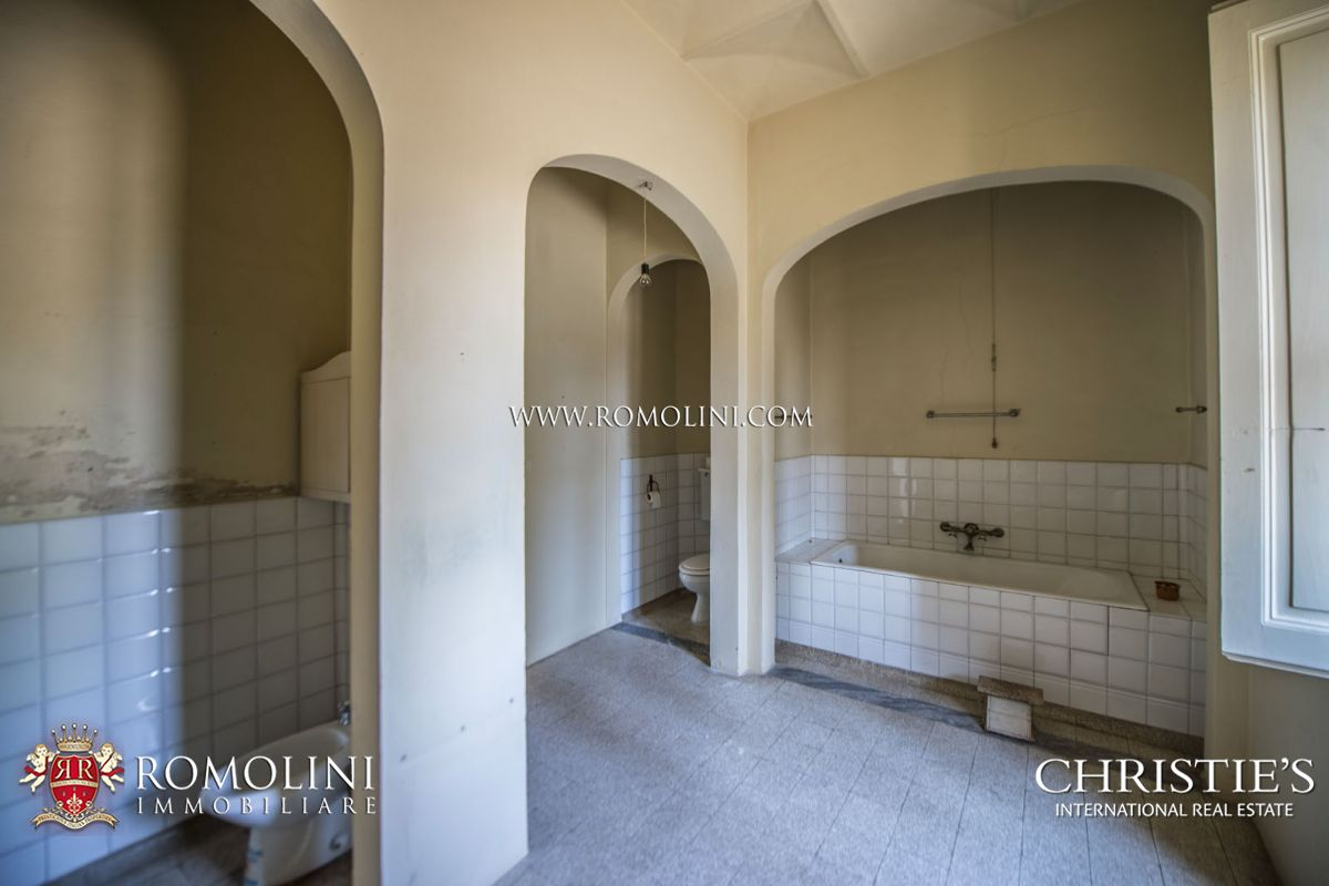 Additional photo for property listing at Tuscany - SIENA: HISTORIC ESTATE WITH MANOR HOUSE, CHURCH AND LAND FOR SALE Siena, Italia