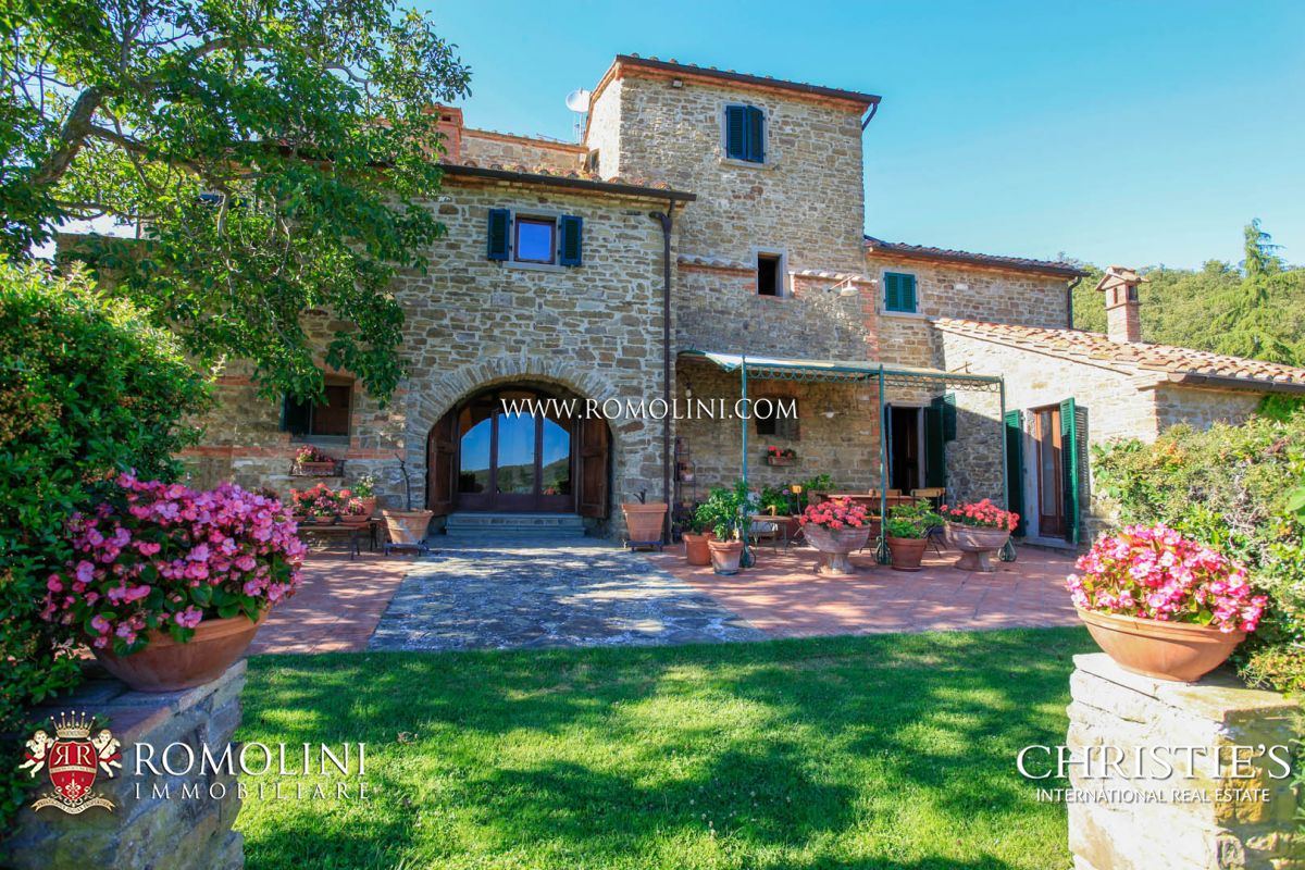 Villa / Casas de paredes comunes por un Venta en Tuscany - TUSCANY: LUXURY VILLA WITH PANORAMIC VIEW AND TENNIS COURT FOR SALE Arezzo, Italia