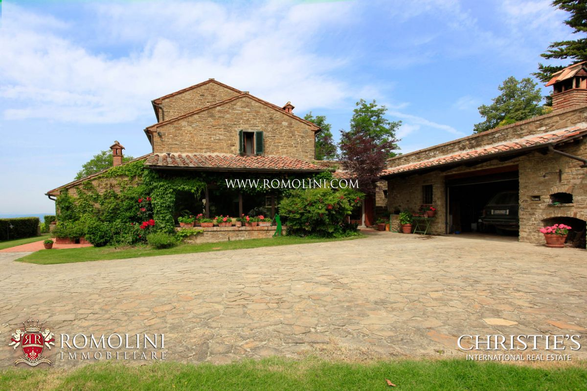Additional photo for property listing at Tuscany - TUSCANY: LUXURY VILLA WITH PANORAMIC VIEW AND TENNIS COURT FOR SALE Arezzo, Италия
