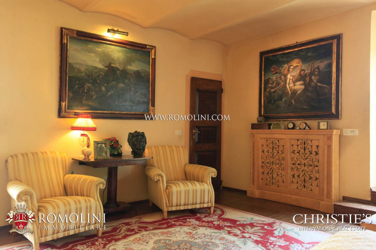 Additional photo for property listing at Tuscany - TUSCANY: LUXURY VILLA WITH PANORAMIC VIEW AND TENNIS COURT FOR SALE Arezzo, Italie