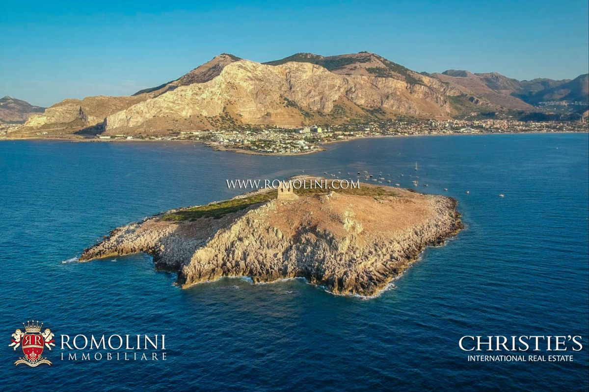 Özel Ada için Satış at Sicily - ISOLA DELLE FEMMINE, PRIVATE ISLAND FOR SALE IN SICILY, MEDITERRANEAN SEA Palermo, Italya