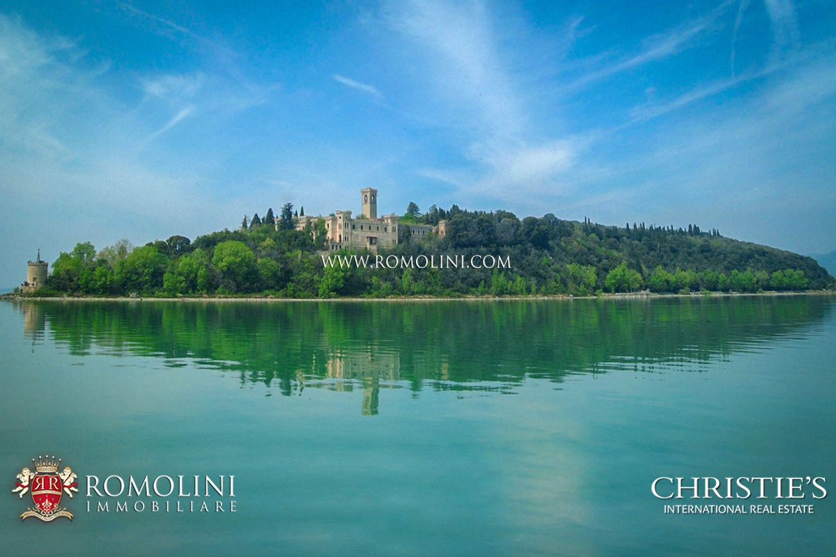Anwesen für Verkauf beim Umbria - TRASIMENO LAKE: 19TH CENTURY CASTLE FOR SALE ON THE ISOLA MAGGIORE Tuoro Sul Trasimeno, Italien