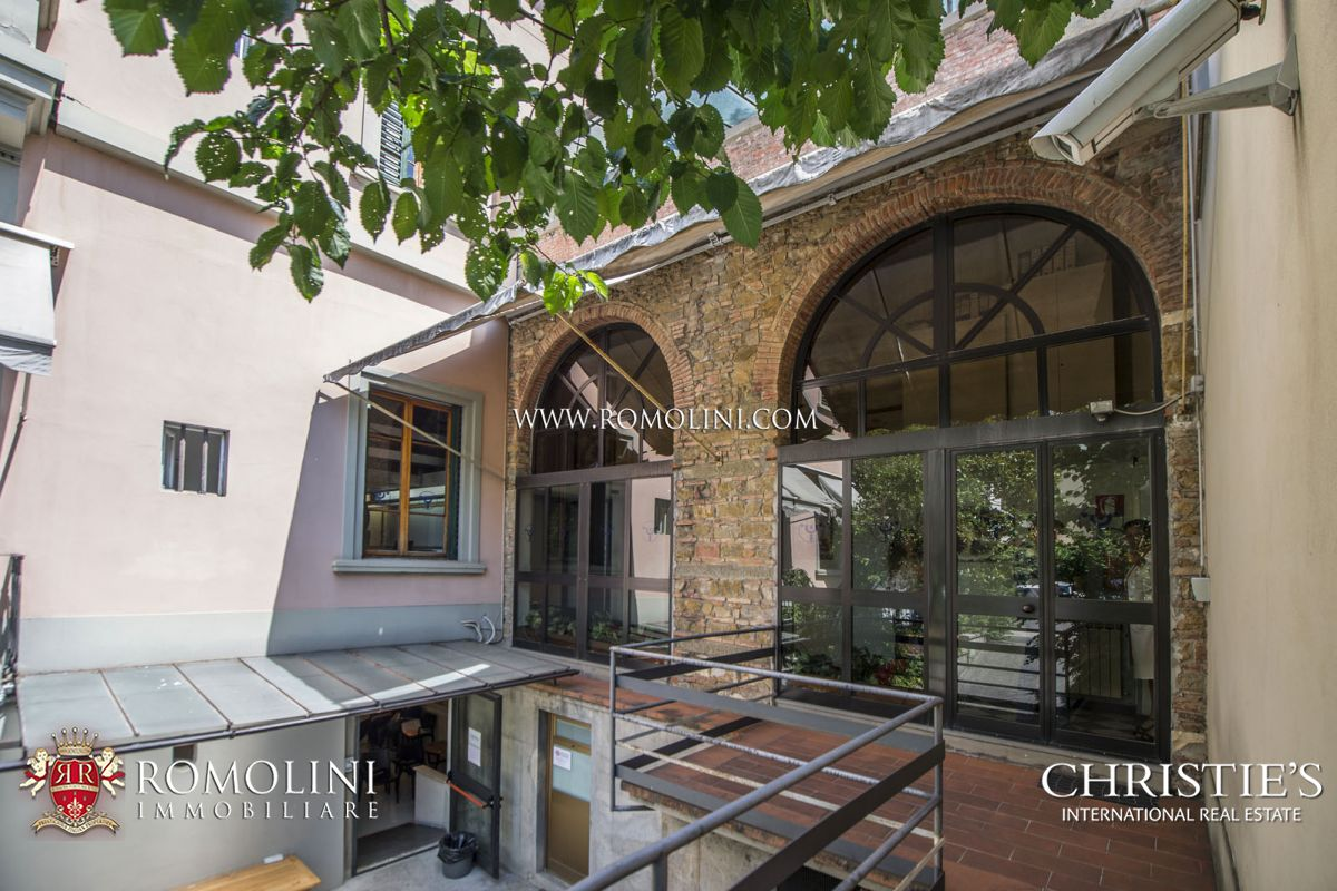 Villas / Townhouses for Sale at Tuscany - TUSCANY: VILLA FOR SALE IN THE HISTORICAL CENTRE OF FLORENCE Firenze, Italy