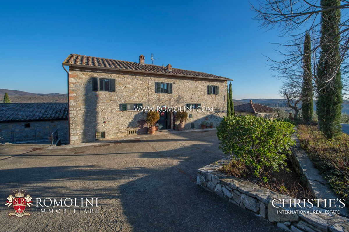 Additional photo for property listing at Tuscany - TYPICAL TUSCAN HAMLET WITH CELLAR AND VINEYARDS FOR SALE, CHIANTI CLASSICO Siena, Italia