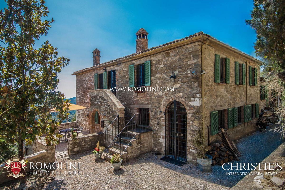 주거 부지 용 매매 에 Umbria - UMBERTIDE: FARMHOUSE WITH PANORAMIC VIEW AND POOL Umbertide, 이탈리아