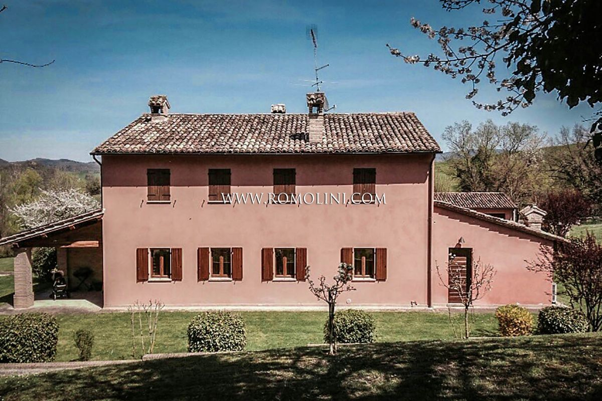 不動產 為 出售 在 Marche - ACQUALAGNA, MARCHE: VILLA WITH DEPENDANCE FOR SALE Fano, 義大利