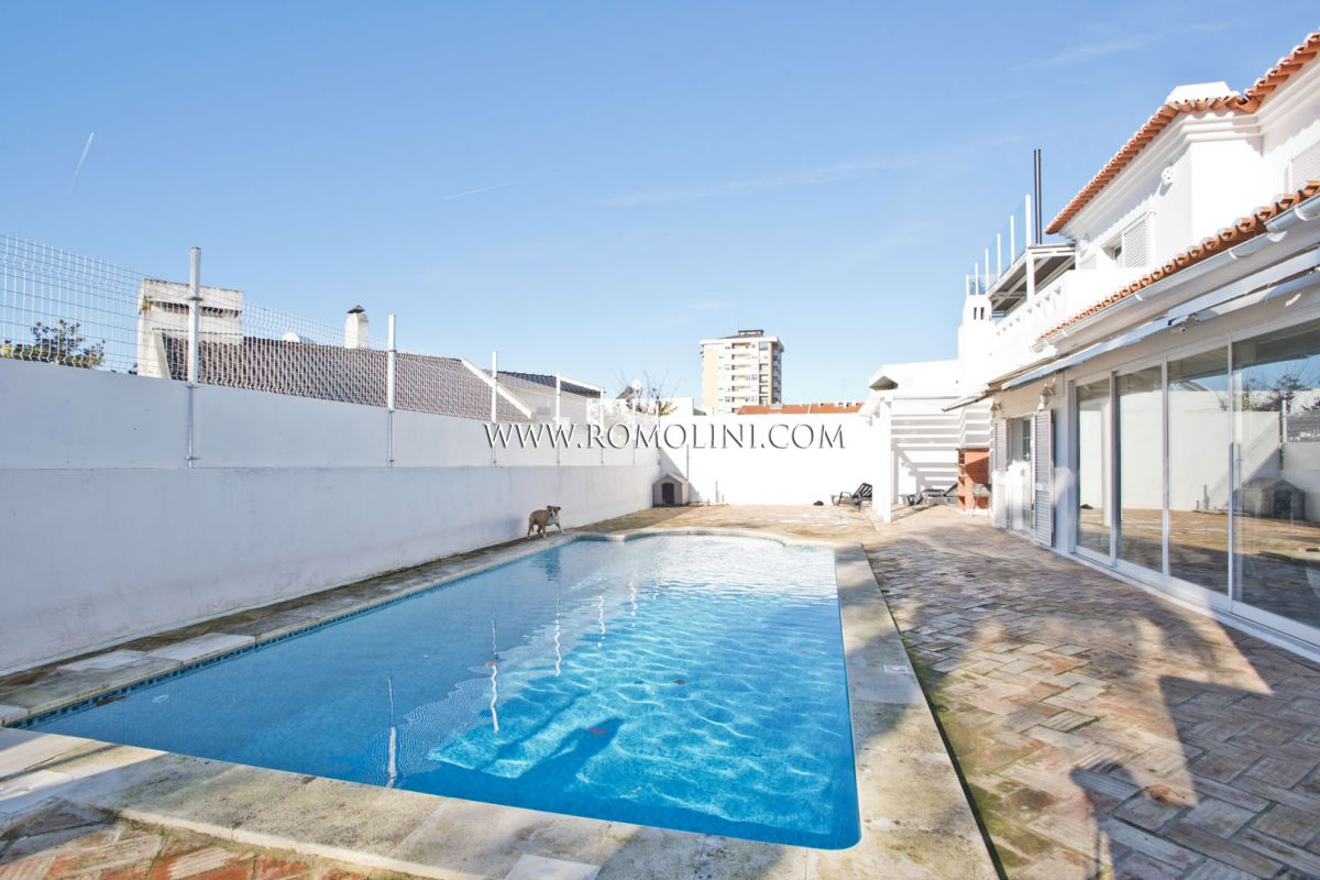 VILLA VISTA MARE IN VENDITA A ESTORIL, PORTOGALLO