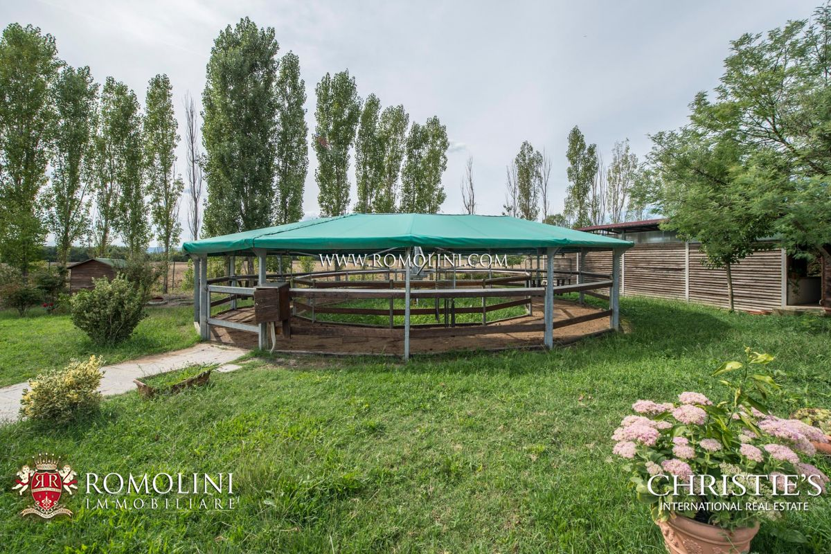 Tuscany 10 Acre Equestrian Centre Horses Property For