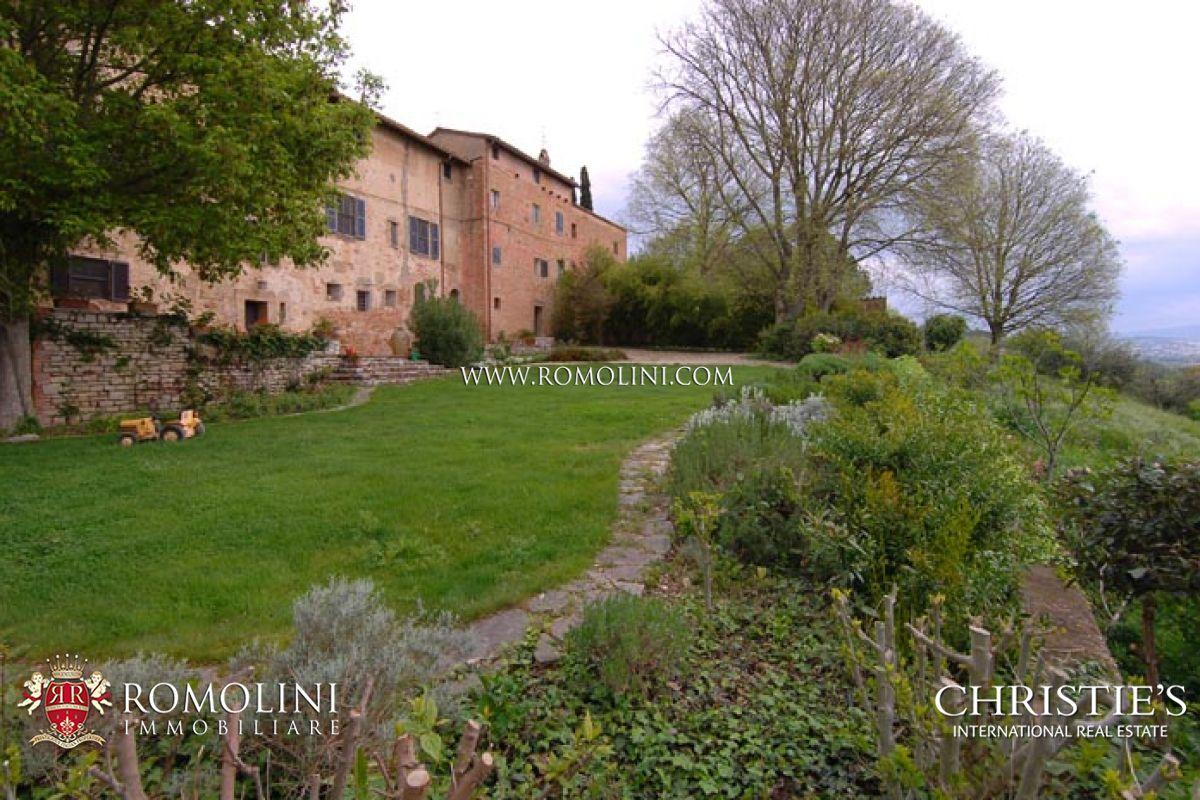 農場 / 牧場 / 種植場 為 出售 在 Umbria - HISTORICAL MANOR HOUSE FOR SALE IN PERUGIA, UMBRIA. Perugia, 義大利