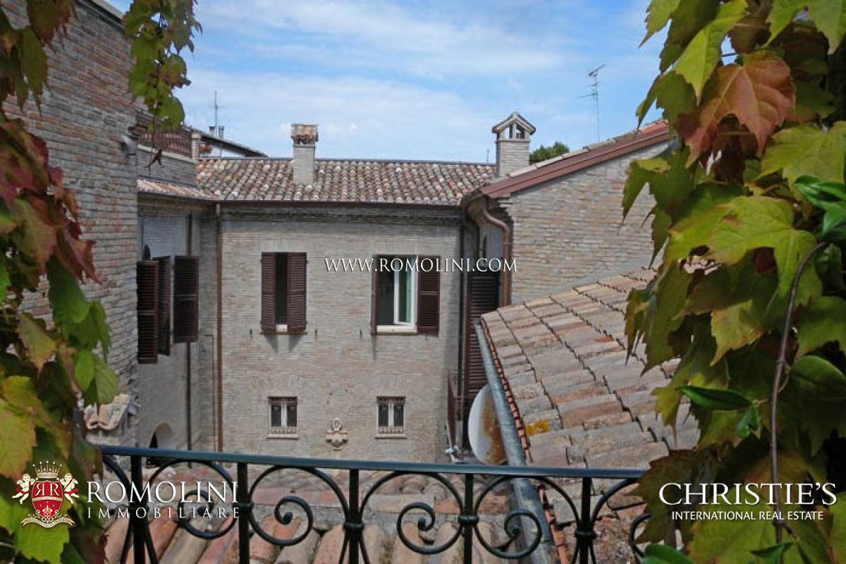 Additional photo for property listing at Marche - APARTMENT IN PRESTIGIOUS BUILDING WITH TERRACE FANO Fano, Italien