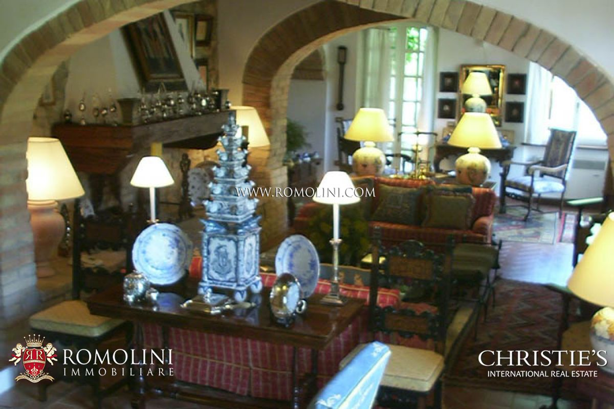 Additional photo for property listing at Umbria - PRESTIGIOUS VILLA FOR SALE IN TODI UMBRIA Todi, Italia