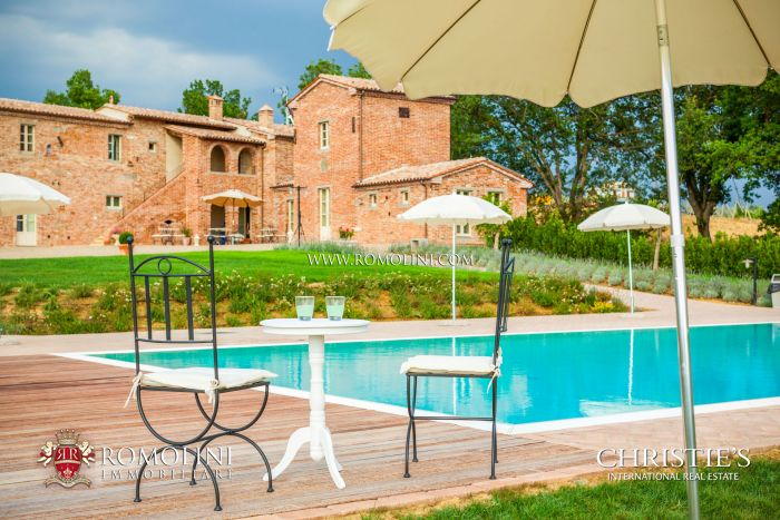COUNTRY HOUSE DI LUSSO IN VENDITA IN TOSCANA, SIENA