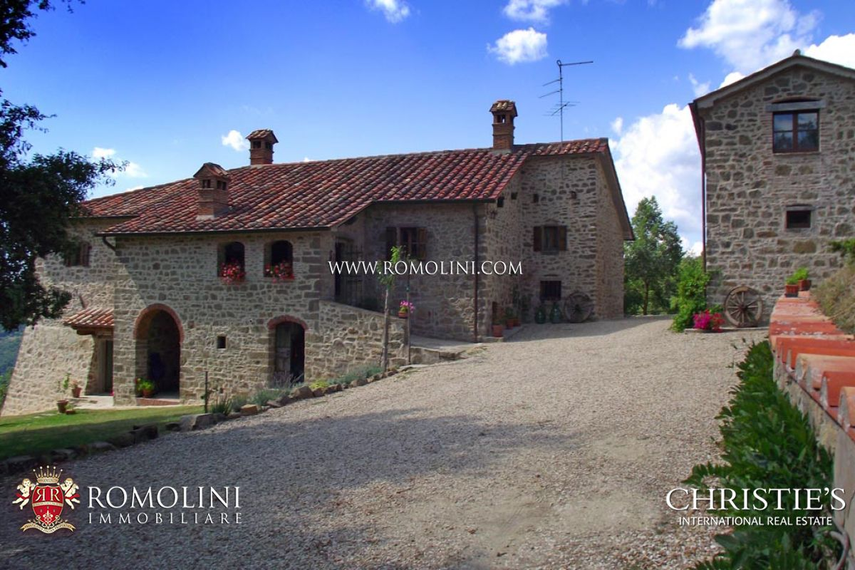 Additional photo for property listing at Umbria - COUNTRYHOUSE WITH LAND FOR SALE UMBRIA Monte Santa Maria Tiberina, イタリア