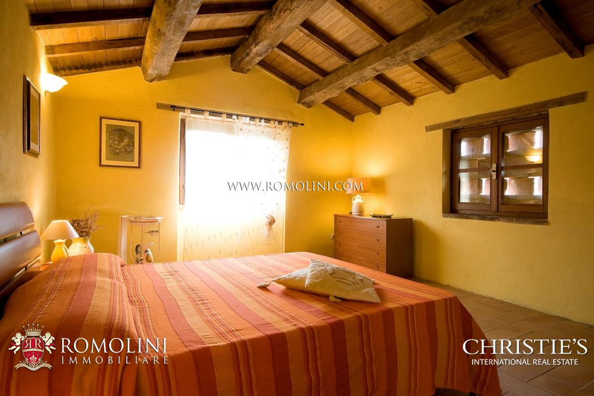 Additional photo for property listing at Umbria - COUNTRYHOUSE WITH LAND FOR SALE UMBRIA Monte Santa Maria Tiberina, Ιταλια