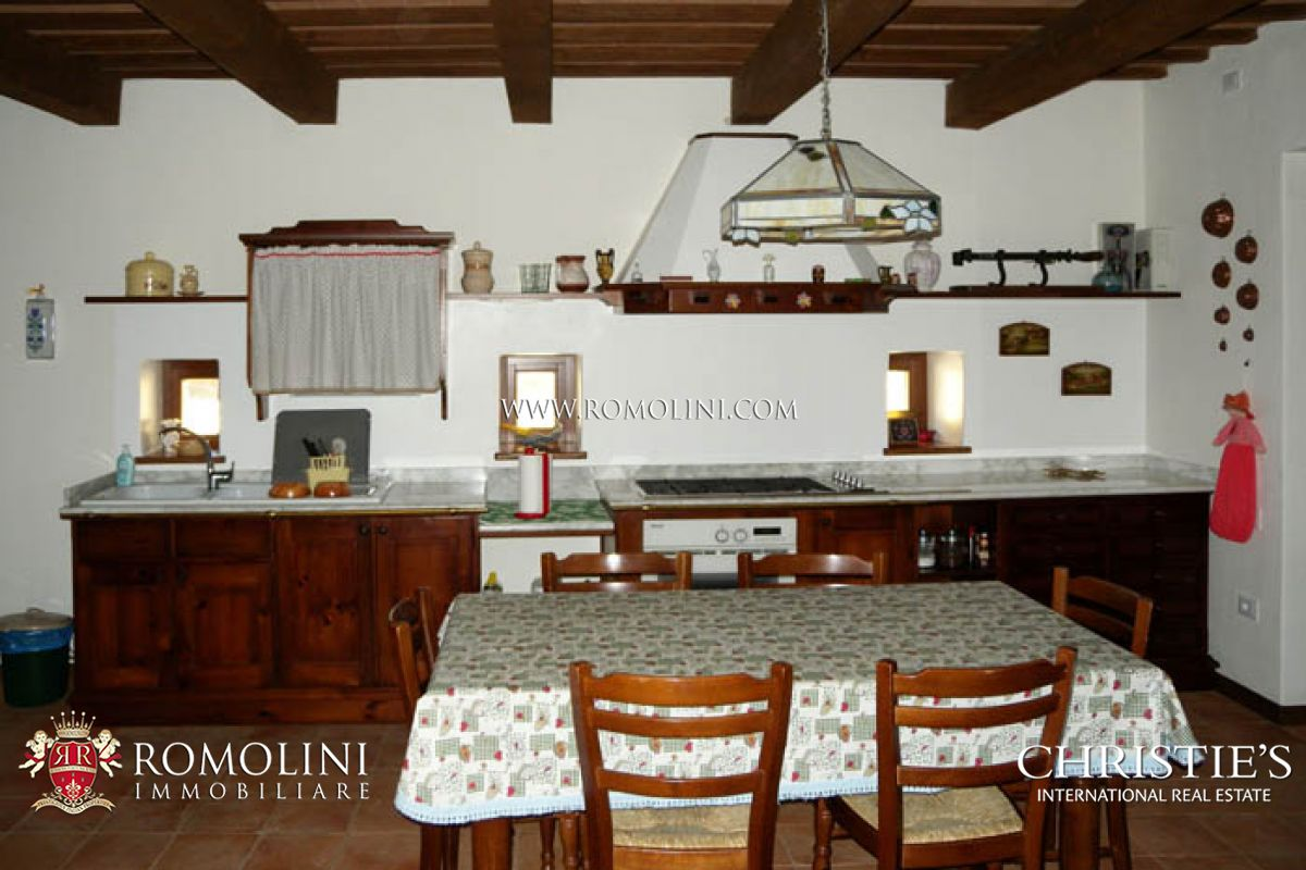 Additional photo for property listing at Marche - FARMHOUSE FOR SALE APIRO MACERATA MARCHE Macerata, Italie