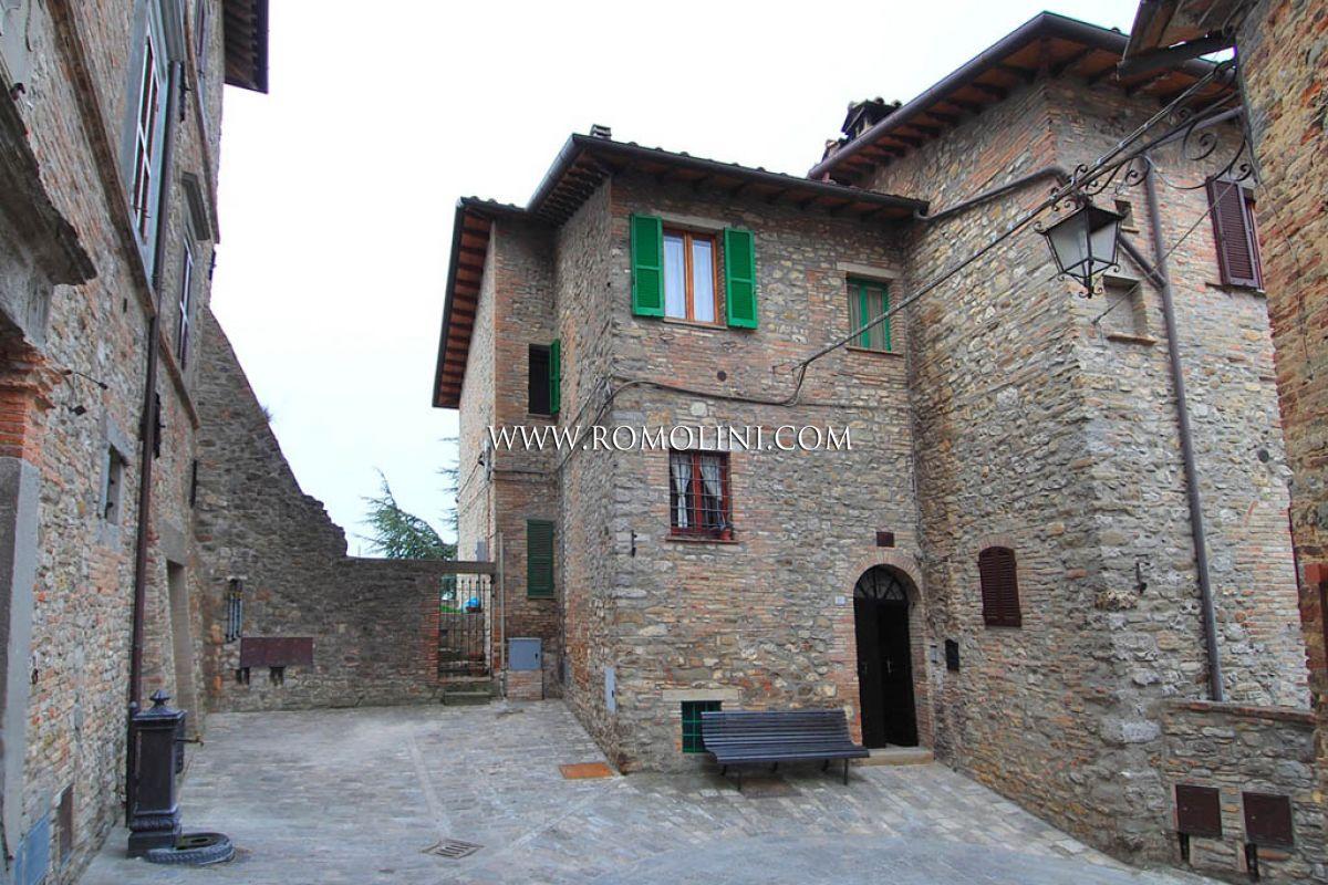 Montone Umbria Vendita Appartamento Con Terrazzo In Centro