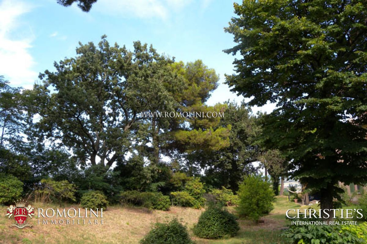 Additional photo for property listing at Marche - FANO 5 KM FROM THE SEA VILLA ON THE SEA FOR SALE Fano, Italia