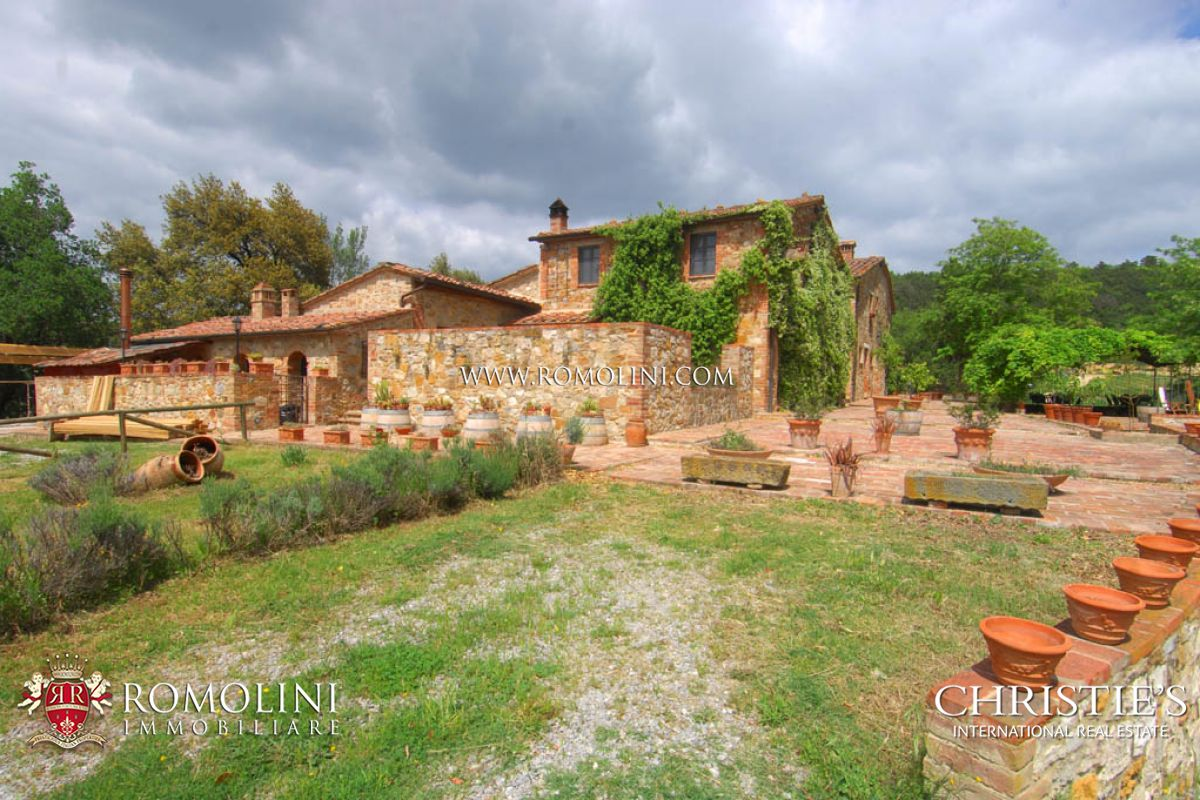 Additional photo for property listing at Tuscany - TUSCAN ESTATE WITH WINE AND HORSES FOR SALE IN SIENA, TUSCANY Siena, Italia