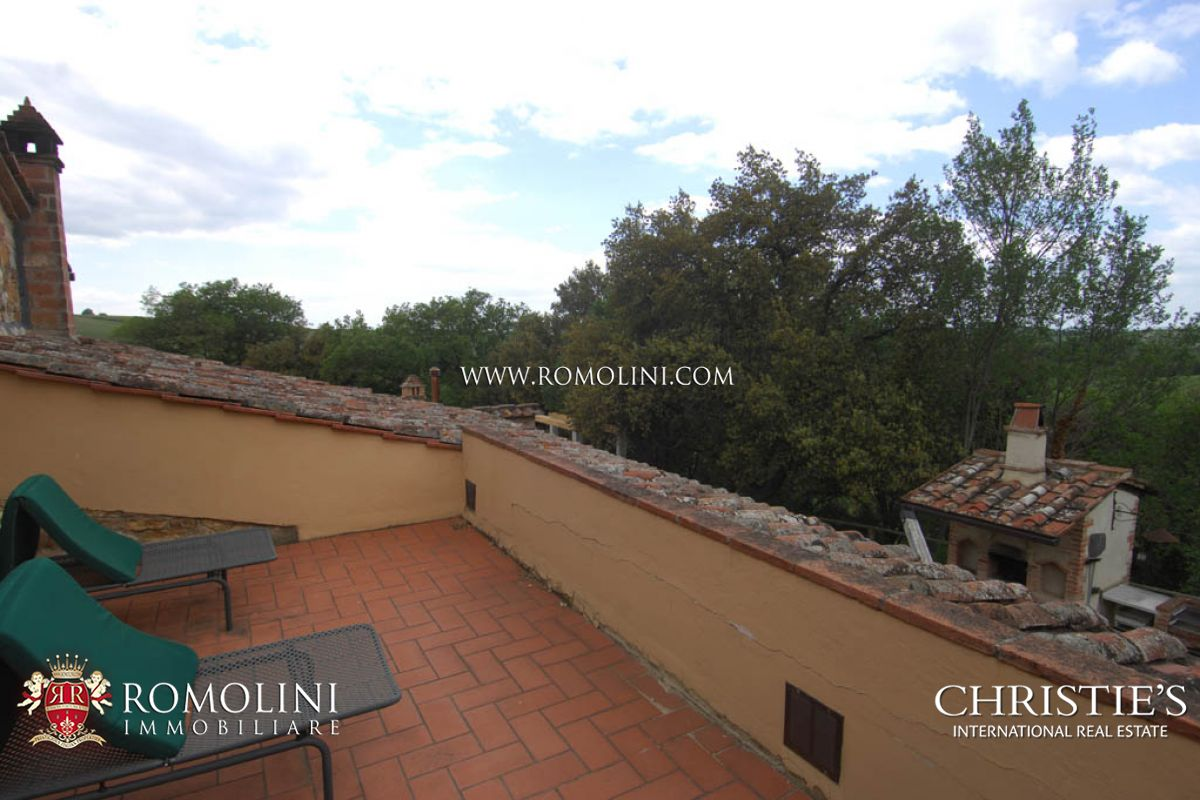 Additional photo for property listing at Tuscany - TUSCAN ESTATE WITH WINE AND HORSES FOR SALE IN SIENA, TUSCANY Siena, Italy