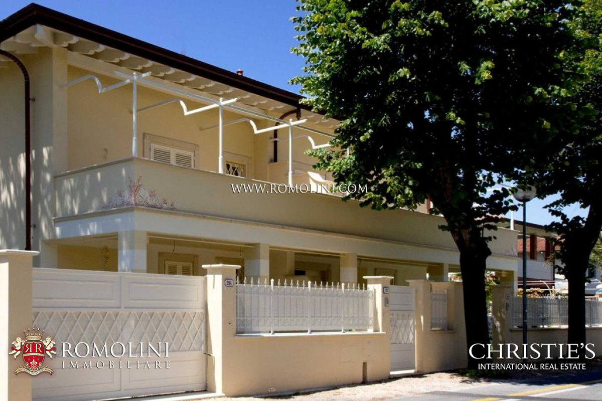 Additional photo for property listing at Tuscany - VILLA DIVIDED INTO TWO SECTIONS FOR SALE IN FORTE DEI MARMI Forte Dei Marmi, Italya