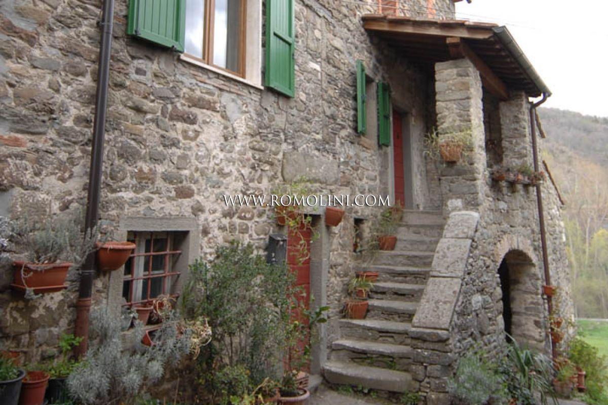 Arredamento Toscano Rustico : Caprese michelangelo toscana rustico in pietra in vendita