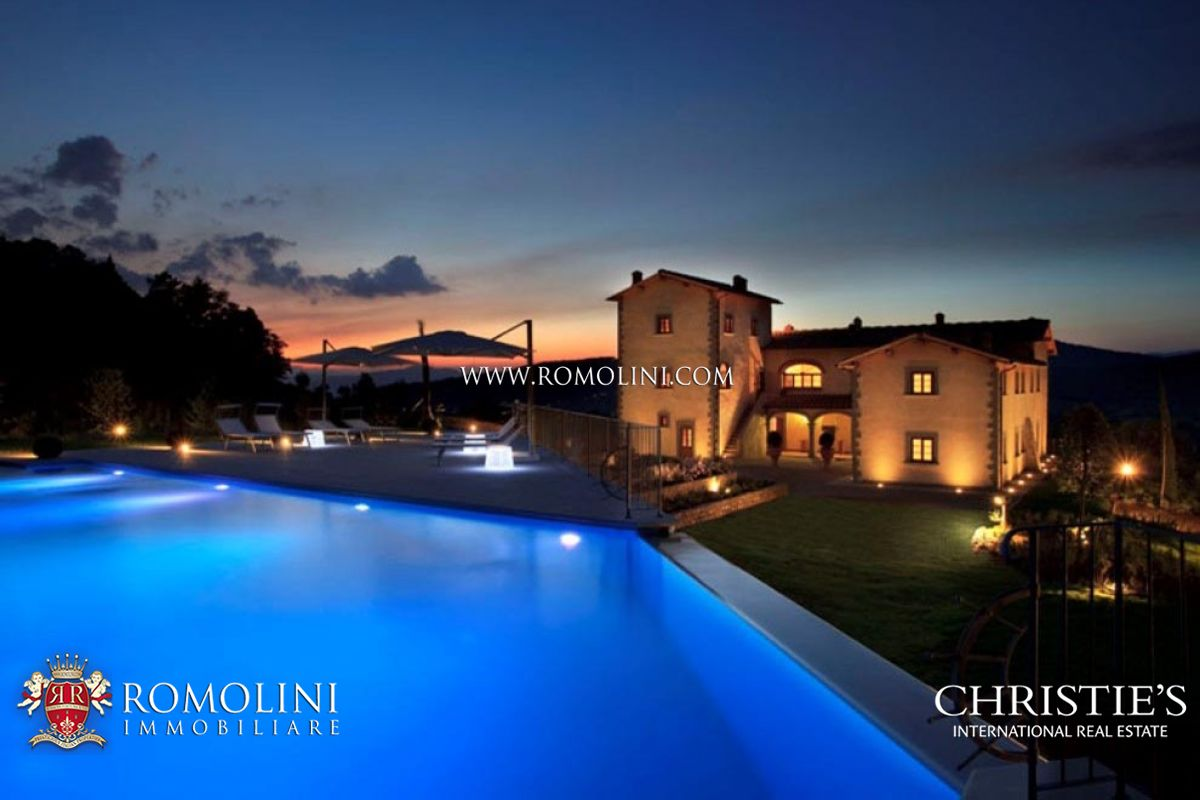 Fattoria / ranch / campagna per Vendita alle ore Tuscany - FLORENCE: PERIOD PROPERTY FOR SALE IN TUSCANY Firenze, Italia