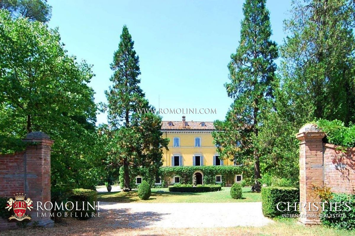 Additional photo for property listing at Umbria - HISTORICAL NOBLE VILLA FOR SALE IN PERUGIA UMBRIA Perugia, Ιταλια