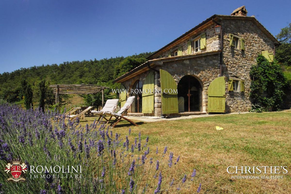 Tuscany old stone farmhouse for sale in cortona niccone for Family code 7822