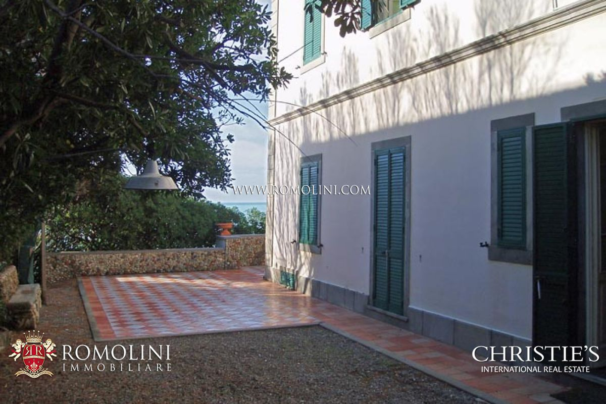 Additional photo for property listing at Tuscany - VILLA WITH ACCESS TO THE SEA IN TUSCANY Rosignano Marittimo, Italia