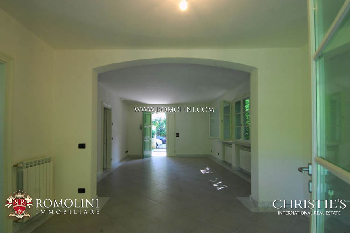 Additional photo for property listing at Tuscany - ELEGANT VILLA FOR SALE FORTE DEI MARMI TUSCANY Forte Dei Marmi, Italia