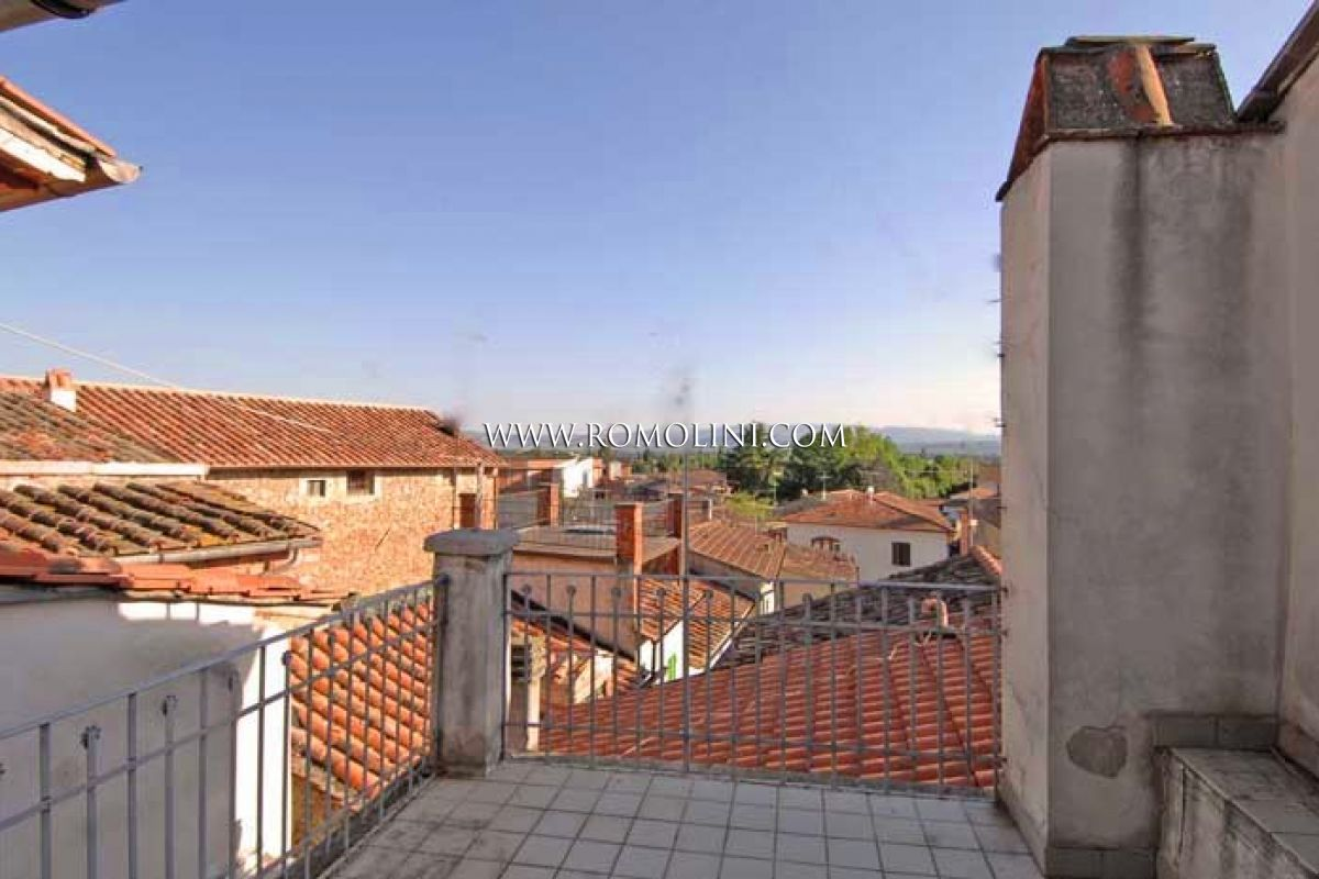 Appartamento con terrazzo in vendita a sansepolcro for Case in vendita centro storico milano