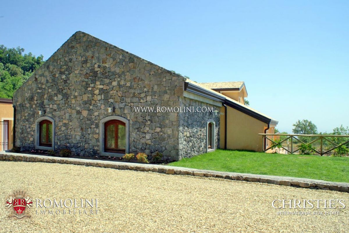Additional photo for property listing at Sicily - VILLA FOR SALE IN CATANIA, SICILY Catania, Italia