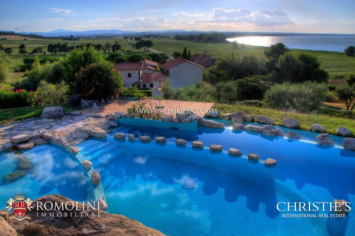 주거 부지 용 매매 에 Umbria - TRASIMENO LAKE: RESORT WITH POOL FOR SALE Panicale, 이탈리아