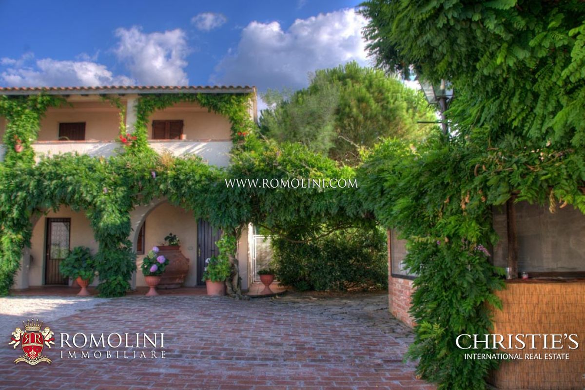 Additional photo for property listing at Umbria - TRASIMENO LAKE: RESORT WITH POOL FOR SALE Panicale, Италия