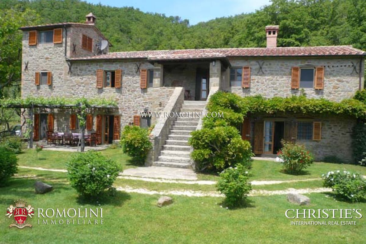 저택 용 매매 에 Tuscany - FARMHOUSE WITH POOL AND LAND FOR SALE IN TUSCANY Cortona, 이탈리아