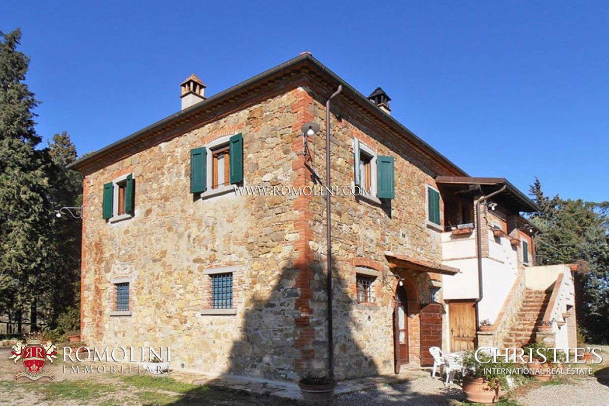 Hayvan Çiftliği/Çiftlik/Ekili Alan için Satış at Tuscany - FARMHOUSE FOR SALE IN LUCIGNANO WITH POOL TUSCANY Lucignano, Italya