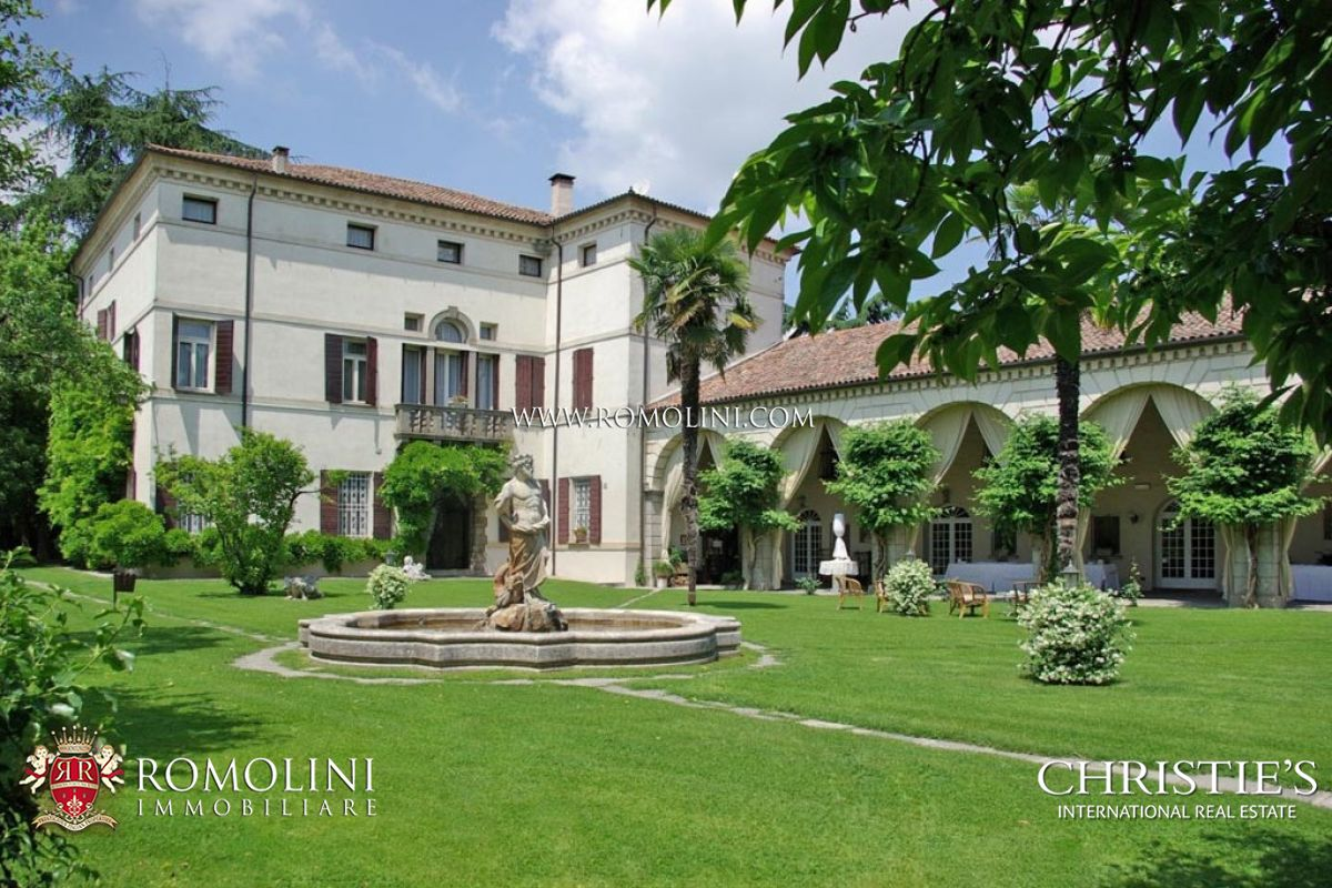 Additional photo for property listing at Veneto - VENETIAN VILLA WITH BARCHESSA FOR SALE Monselice, Italië