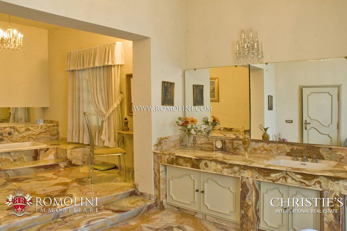 Additional photo for property listing at Veneto - VENETIAN VILLA WITH BARCHESSA FOR SALE Monselice, Ý