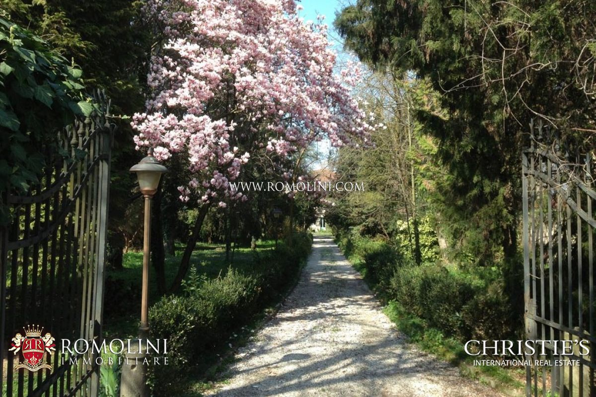 Additional photo for property listing at Veneto - 18TH CENTURY VILLA FOR SALE IN VENICE Fiesso D Artico, Италия