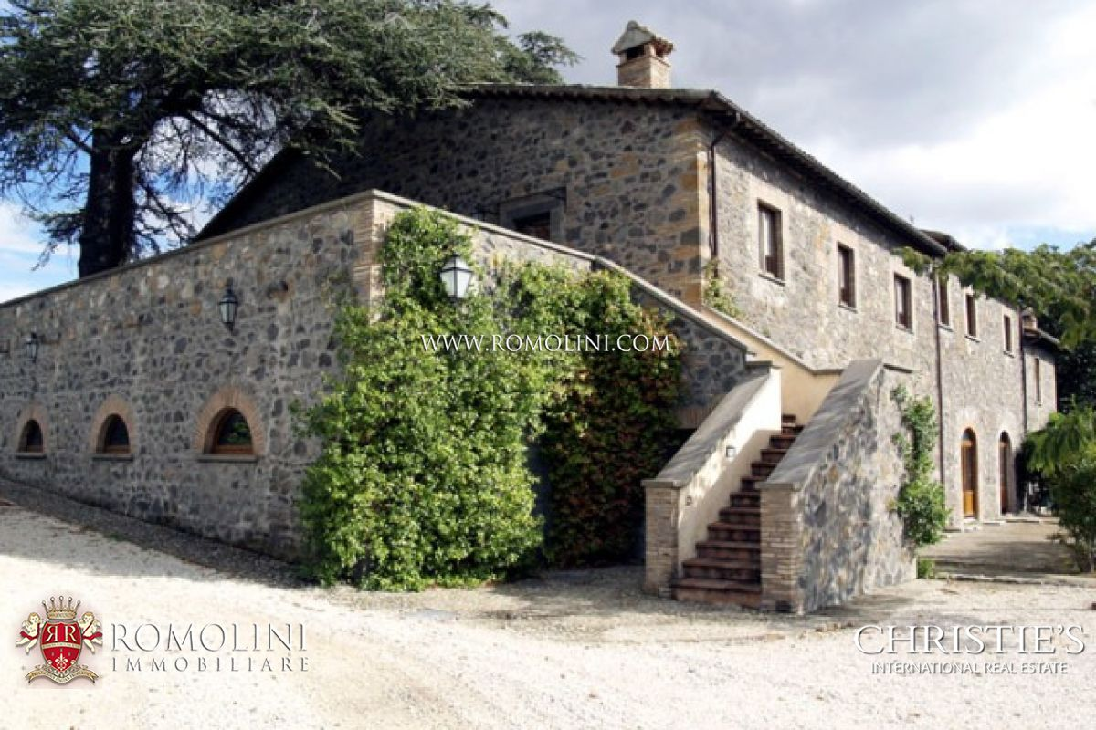 Additional photo for property listing at Umbria - LUXURY REAL ESTATE OLD MANOR DOP OLIVE GROVE ORVIETO Orvieto, Italy